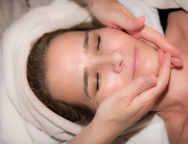 Kemisk peeling – Ska du testa kemisk peeling mot ärr och stora porer?